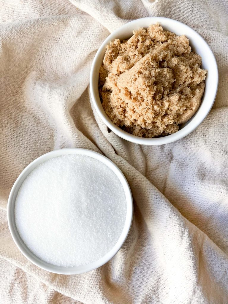 Bowl of Brown and White Sugar and difference between Brown Sugar and White Sugar in baking.